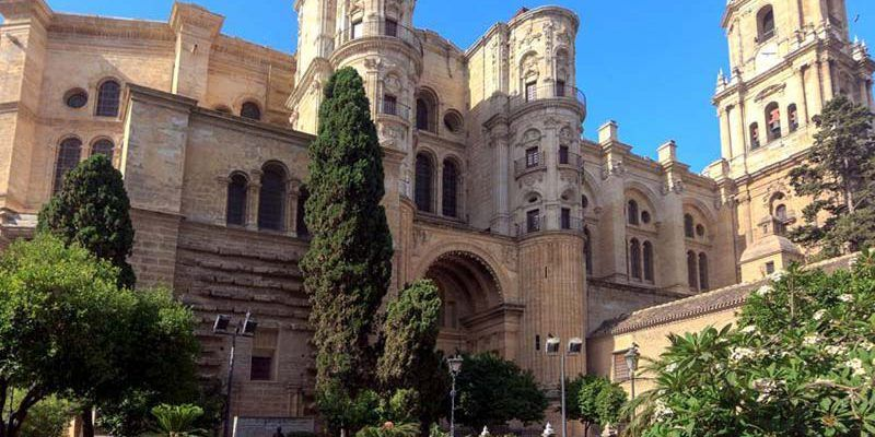 How to get a taxi in Malaga?